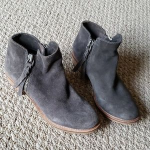 Dolce Vita Size 6 Gray Suede Ankle Boots